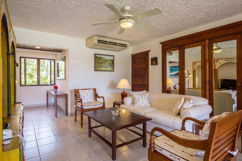 Ideal for A Couple & Golfers, Charming One Bedroom Condo Close to Minitas Beach - Image 1 - Altos Dechavon - rentals