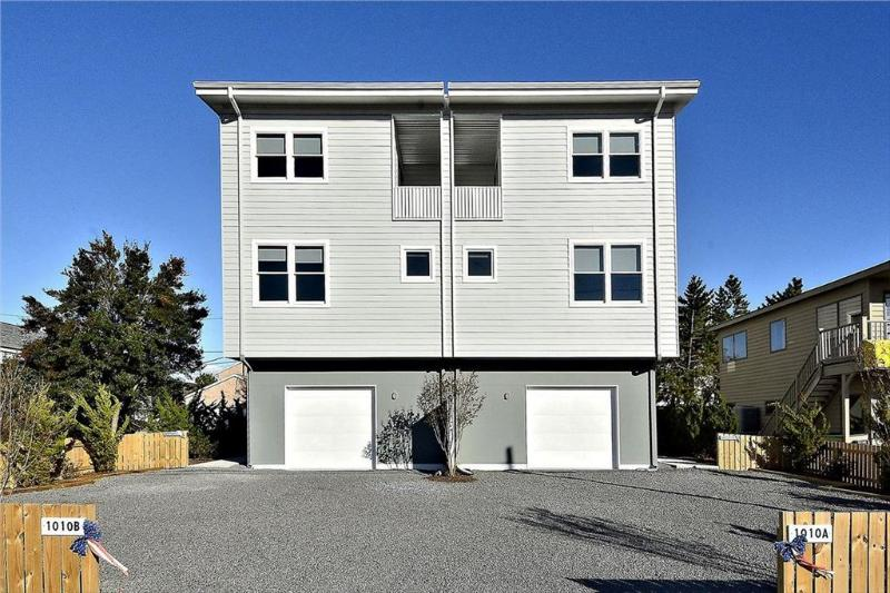 Large 4 bedroom townhouse with roof top deck - Image 1 - Bethany Beach - rentals