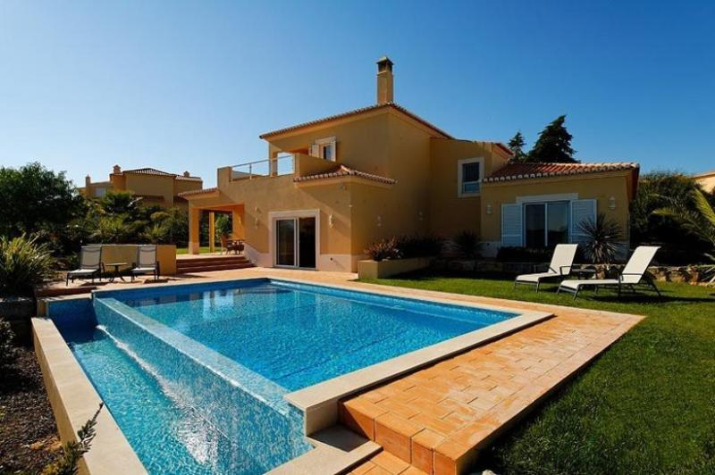 3 bedroom Villa in Carvoeiro, Algarve, Portugal : ref 2022355 - Image 1 - Estombar - rentals