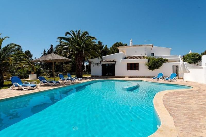 5 bedroom Villa in Carvoeiro, Algarve, Portugal : ref 2022357 - Image 1 - Carvoeiro - rentals