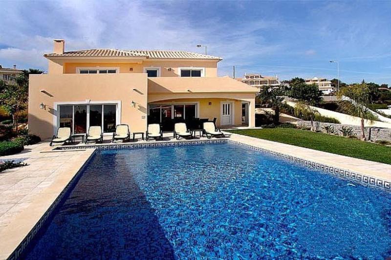 4 bedroom Villa in Praia da Luz, Algarve, Portugal : ref 2022375 - Image 1 - Luz - rentals