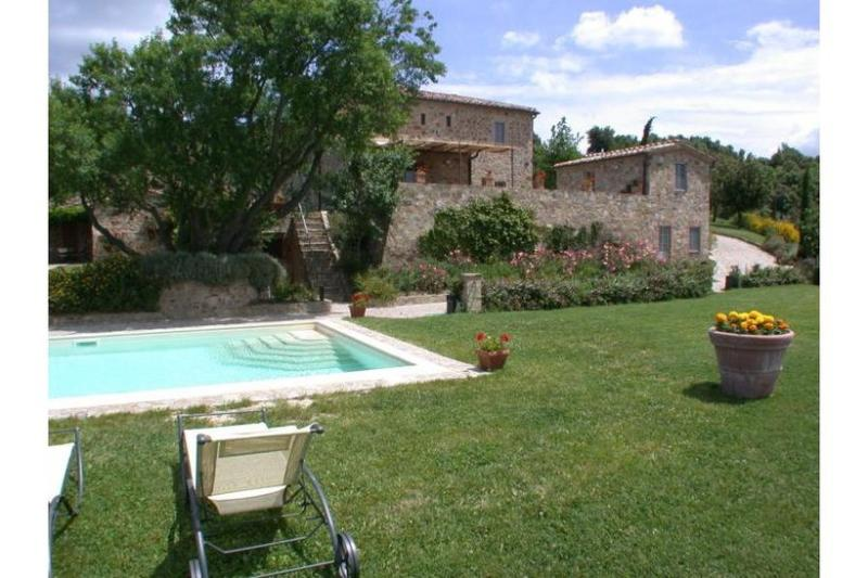 6 bedroom Villa in Siena, Tuscany, Italy : ref 2022507 - Image 1 - Castelnuovo Dell'abate - rentals