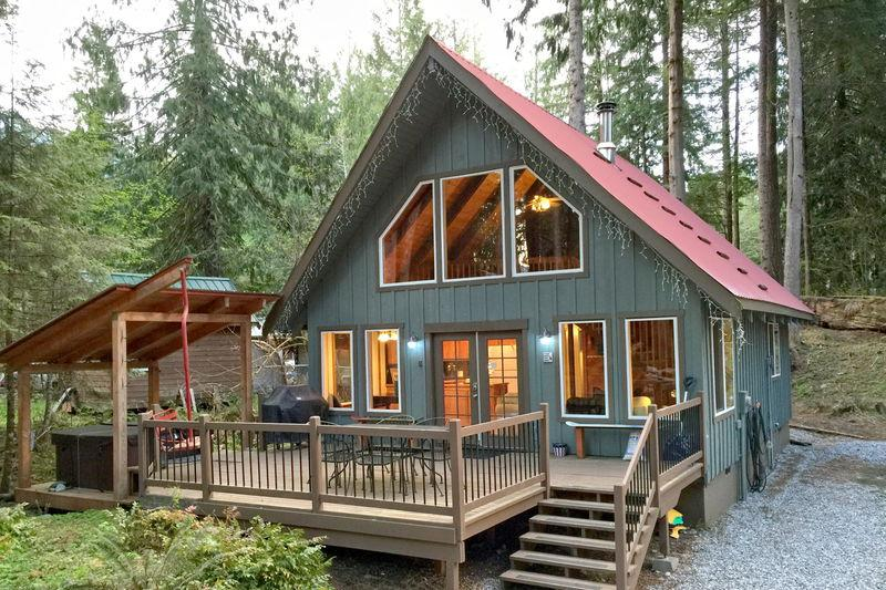 Front of the house - 99MBR  Pet Friendly Cabin with a Hot Tub and WiFi - Glacier - rentals
