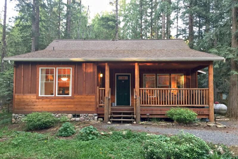 95GS - 95GS Pet Friendly Cabin with a Private Hot Tub and WiFI - Glacier - rentals