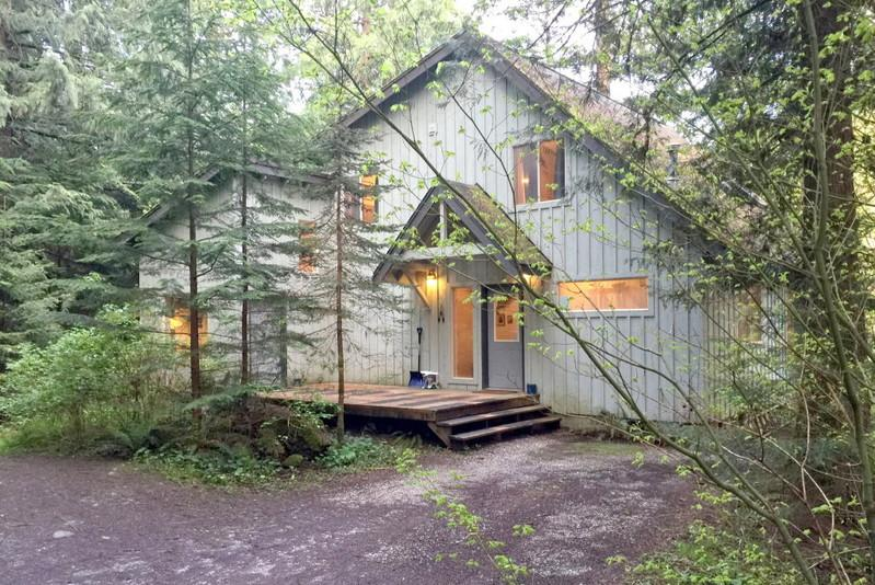 19MBR - 19MBR Deluxe Riverside Cabin with a Hot Tub and WiFi - Glacier - rentals