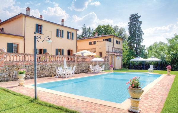 9 bedroom Villa in Foiano della Chiana, Tuscany, Arezzo / Cortona And Surroundi, Italy : ref 2040450 - Image 1 - Foiano Della Chiana - rentals