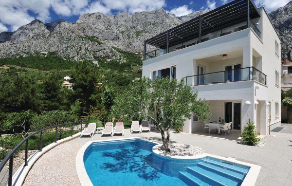 4 bedroom Villa in Makarska, Central Dalmatia, Croatia : ref 2043110 - Image 1 - Bratus - rentals