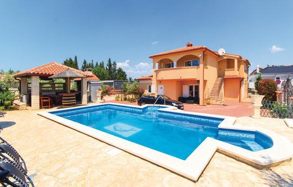 6 bedroom Villa in Pula, Istria, Croatia : ref 2043720 - Image 1 - Stinjan - rentals