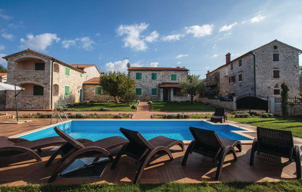 7 bedroom Villa in Visnjan, Istria, Croatia : ref 2044582 - Image 1 - Markovac - rentals