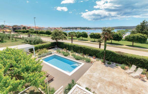 4 bedroom Villa in Medulin, Istria, Croatia : ref 2044937 - Image 1 - Medulin - rentals