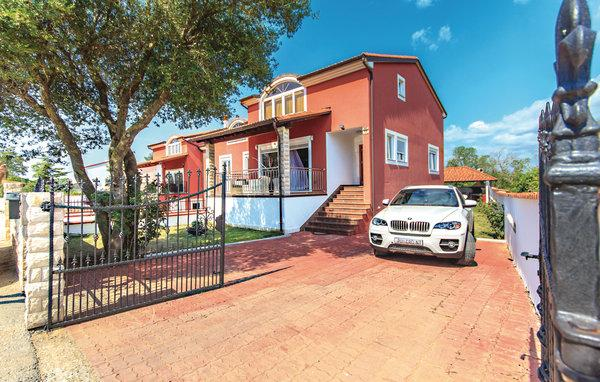 5 bedroom Villa in Pula, Istria, Croatia : ref 2045311 - Image 1 - Vinkuran - rentals