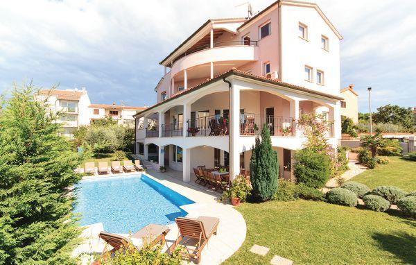 8 bedroom Villa in Pula, Istria, Croatia : ref 2045729 - Image 1 - Stinjan - rentals