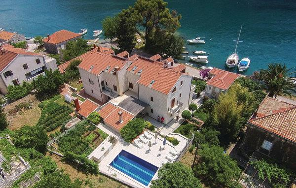 6 bedroom Villa in Dubrovnik, South Dalmatia, Croatia : ref 2046522 - Image 1 - Mokosica - rentals