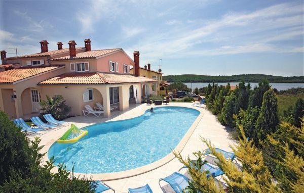 6 bedroom Villa in Medulin, Istria, Croatia : ref 2046771 - Image 1 - Pomer - rentals