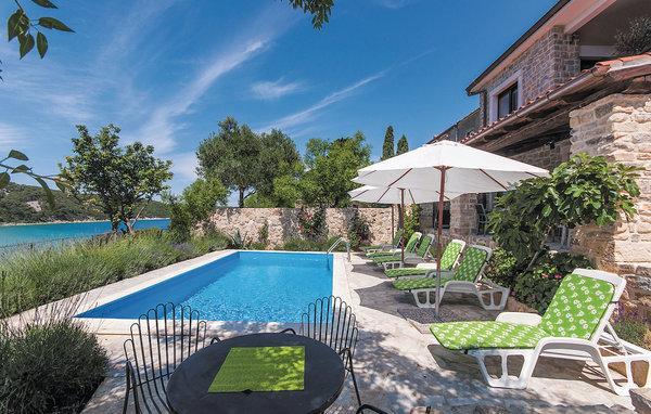 7 bedroom Villa in Rab, Kvarner, Croatia : ref 2046841 - Image 1 - Kampor - rentals