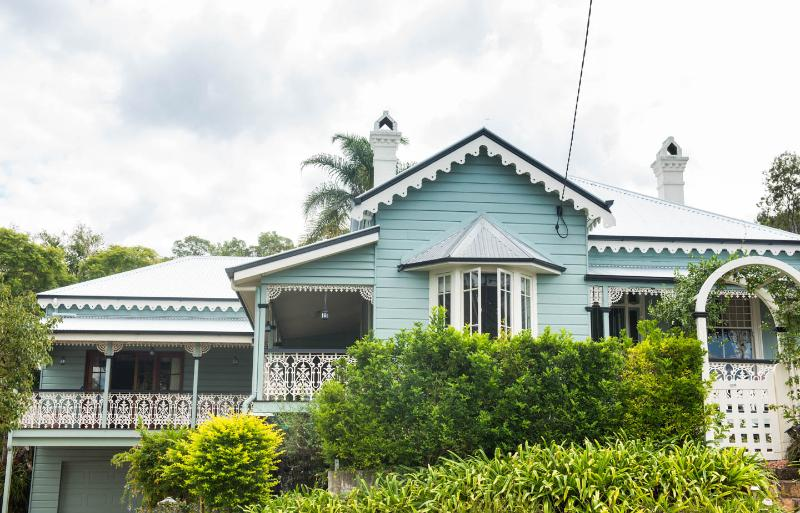 PJ's the apartment is the ground floor level of this beautifully preserved old Queenslander house - Quiet retreat but still so close to everything. - Brisbane - rentals