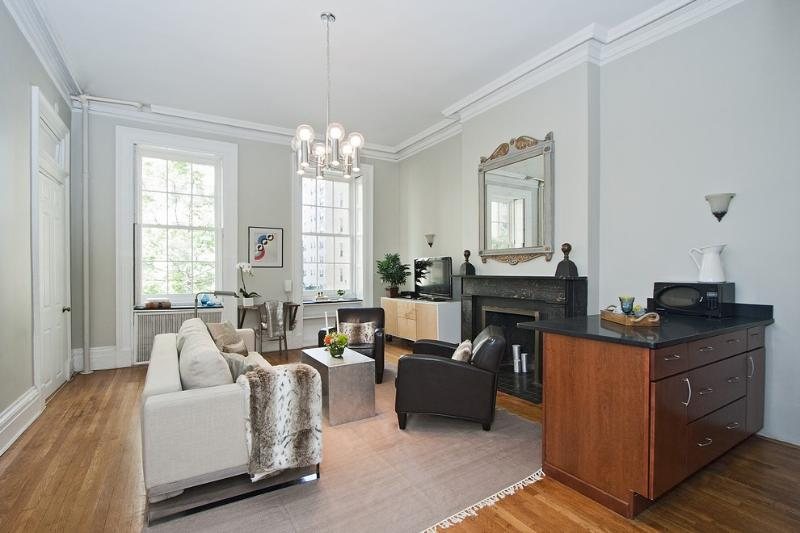 Elegant Living Room with HIgh Ceilings - Stunning Townhouse Apartment - New York City - rentals