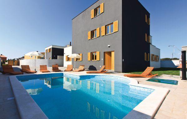 7 bedroom Villa in Fazana, Istria, Croatia : ref 2088468 - Image 1 - Valbandon - rentals
