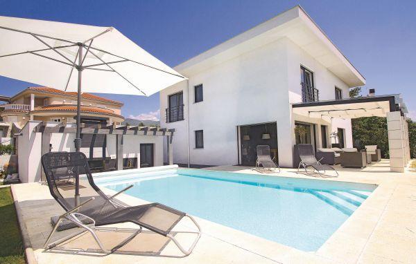 5 bedroom Villa in Crikvenica, Kvarner, Croatia : ref 2088892 - Image 1 - Crikvenica - rentals