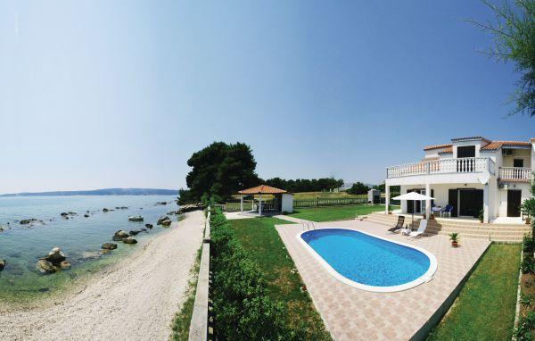 4 bedroom Villa in Trogir, Central Dalmatia, Croatia : ref 2089074 - Image 1 - Kastel Stafilic - rentals
