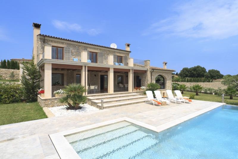 5 bedroom Villa in Eu Madrava, Pollensa, Mallorca : ref 2132494 - Image 1 - Pollenca - rentals