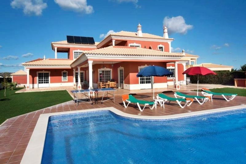 4 bedroom Villa in Albufeira, Algarve, Portugal : ref 2132710 - Image 1 - Olhos de Agua - rentals