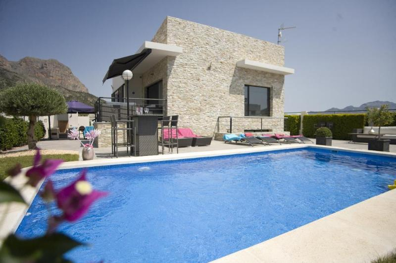 4 bedroom Villa in Altea, Alicante, Costa Blanca, Spain : ref 2135080 - Image 1 - Xirles - rentals