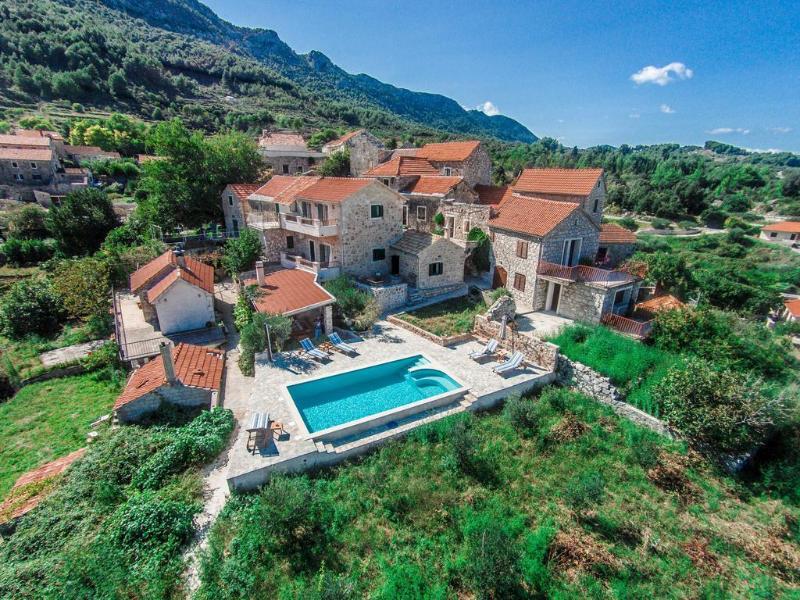 Stone villa with pool in small village on island o - Image 1 - Jelsa - rentals