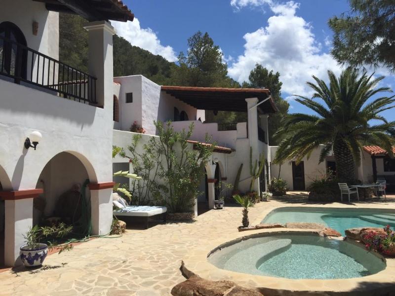 4 bedroom Villa in Cala Tarida, Islas Baleares, Ibiza : ref 2135591 - Image 1 - San Jose - rentals