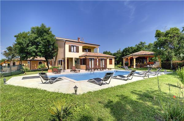 4 bedroom Villa in Valtura, Istria, Croatia : ref 2210732 - Image 1 - Valtura - rentals