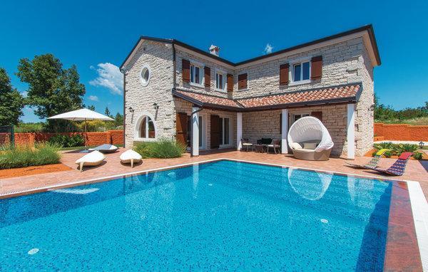 4 bedroom Villa in Vodnjan-Cabrunici, Vodnjan, Croatia : ref 2219845 - Image 1 - Cabrunici - rentals