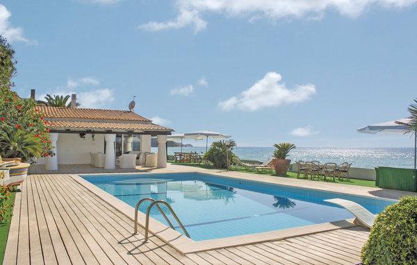 7 bedroom Villa in Parghelia, Calabria, Italy : ref 2222129 - Image 1 - Parghelia - rentals