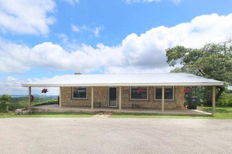 Perfectly secluded dog-friendly home with majestic covered deck - Image 1 - New Braunfels - rentals