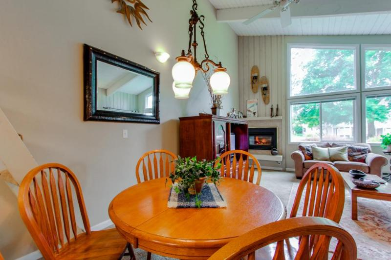 Dog-friendly condo w/ partial lake views, shared pool and tennis courts! - Image 1 - Sandpoint - rentals