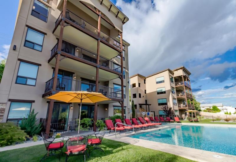 Luxury condo w/ lake, hot tub, & infinity pool at your fingertips! - Image 1 - Manson - rentals