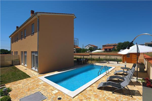 6 bedroom Villa in Liznjan, Istria, Croatia : ref 2234614 - Image 1 - Liznjan - rentals