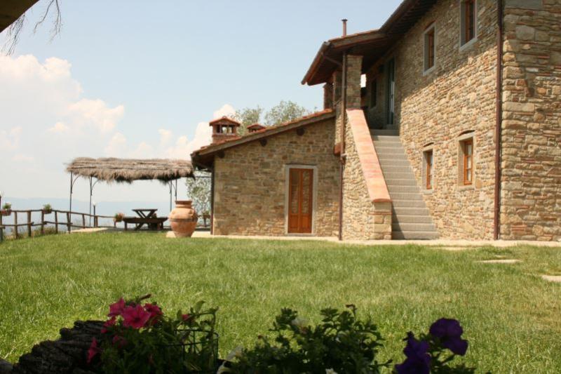 9 bedroom Villa in San Giustino Valdarno, Toscana, Italy : ref 2244424 - Image 1 - Gello Biscardo - rentals