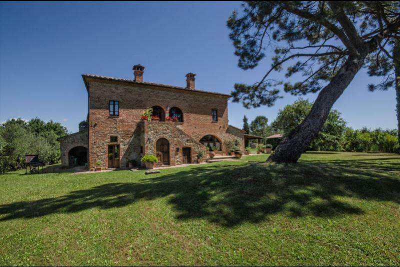 6 bedroom Villa in Torrita di Siena, Toscana, Italy : ref 2244541 - Image 1 - Torrita di Siena - rentals