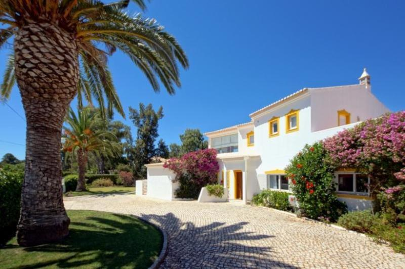 4 bedroom Villa in Alvor, Algarve, Portugal : ref 2249179 - Image 1 - Figueira - rentals