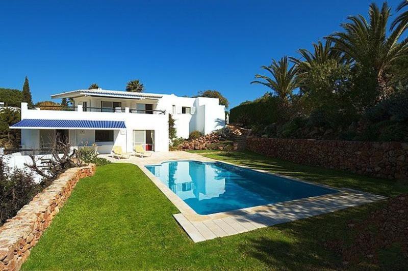 4 bedroom Villa in Carvoeiro, Algarve, Portugal : ref 2249196 - Image 1 - Carvoeiro - rentals