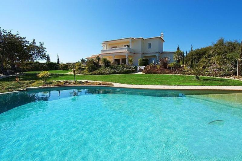 3 bedroom Villa in Carvoeiro, Algarve, Portugal : ref 2249198 - Image 1 - Carvoeiro - rentals