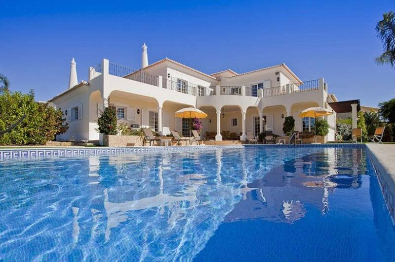 4 bedroom Villa in Carvoeiro, Algarve, Portugal : ref 2249212 - Image 1 - Carvoeiro - rentals
