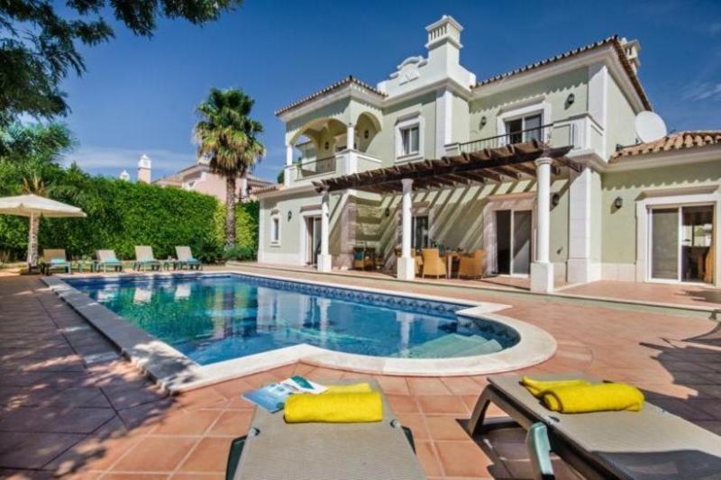 4 bedroom Villa in Quinta do Lago, Algarve, Portugal : ref 2249238 - Image 1 - Vale do Garrao - rentals