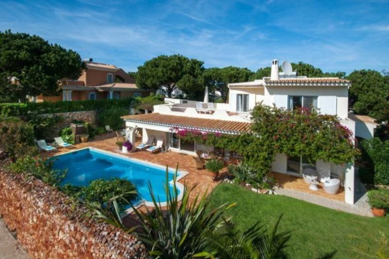 3 bedroom Villa in Quinta do Lago, Algarve, Portugal : ref 2249239 - Image 1 - Vale do Garrao - rentals