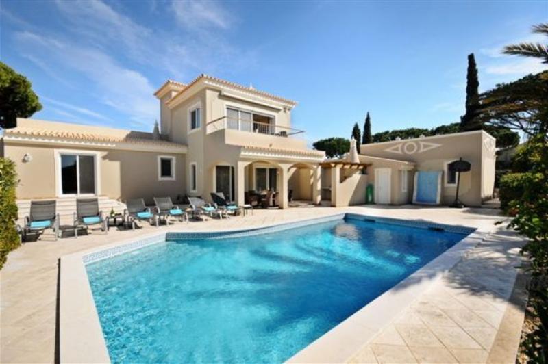 4 bedroom Villa in Vale Do Lobo, Algarve, Portugal : ref 2249270 - Image 1 - Vale do Garrao - rentals
