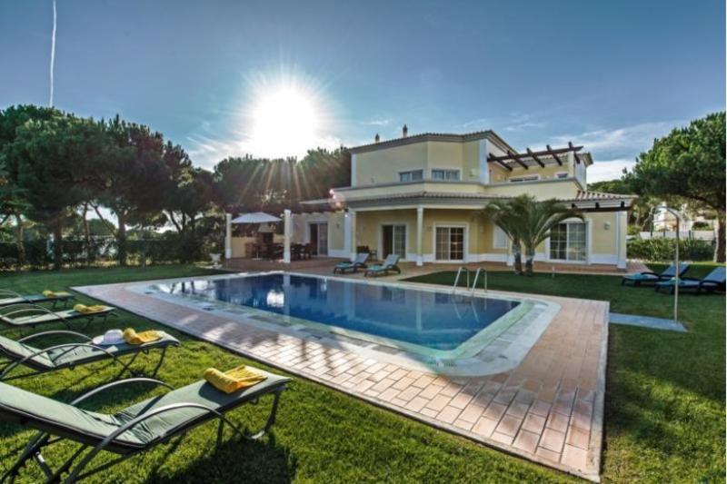 4 bedroom Villa in Vilamoura, Algarve, Portugal : ref 2249282 - Image 1 - Vilamoura - rentals
