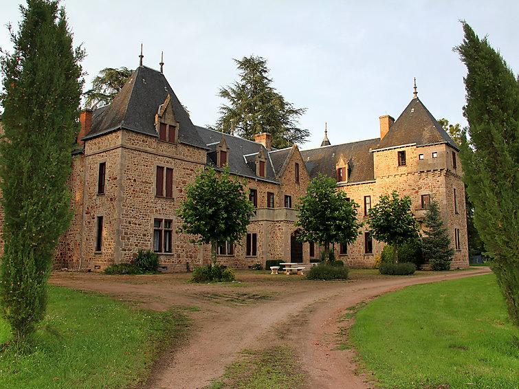 8 bedroom Villa in Barrais-Bussolles, Auvergne, France : ref 2253309 - Image 1 - Lapalisse - rentals