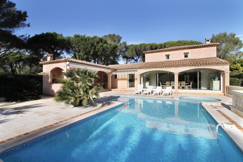4 bedroom Villa in St RaphaëL, Cote d'Azur, France : ref 2255539 - Image 1 - Saint Raphaël - rentals