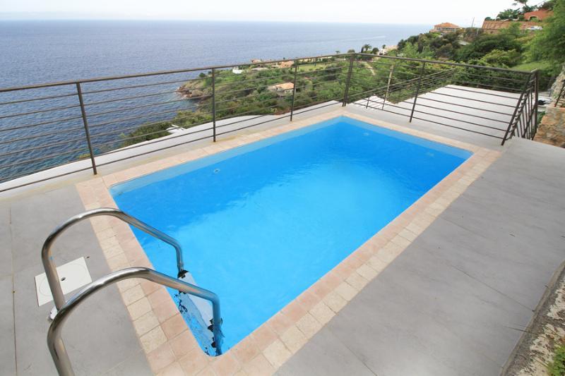4 bedroom Villa in Theoule Sur Mer, Cote d'Azur, France : ref 2256016 - Image 1 - Théoule sur Mer - rentals