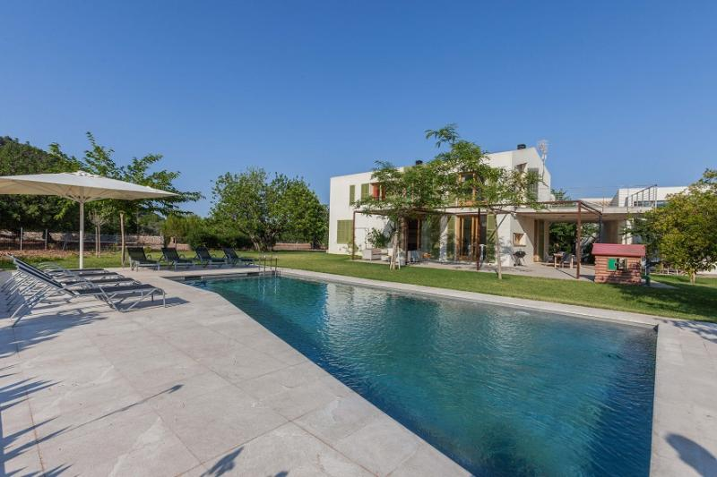 4 bedroom Villa in Pollença, Mallorca, Mallorca : ref 2259436 - Image 1 - Pollenca - rentals